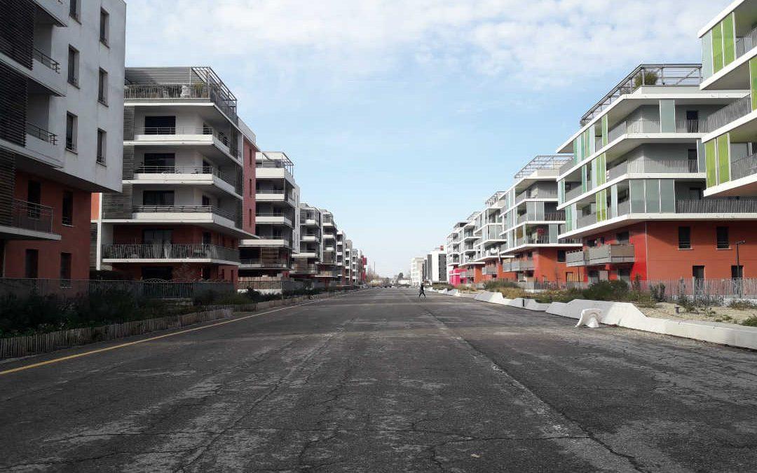 Les nouveaux immeubles bordant la Piste des Géants refaite dans le quartier de Montaudran à Toulouse./photo : Alan Bernigaud