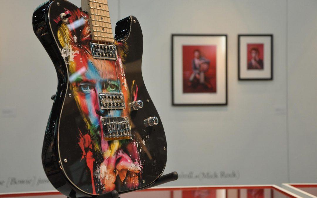 guitare-exposition-david-bowie-le-24-heures
