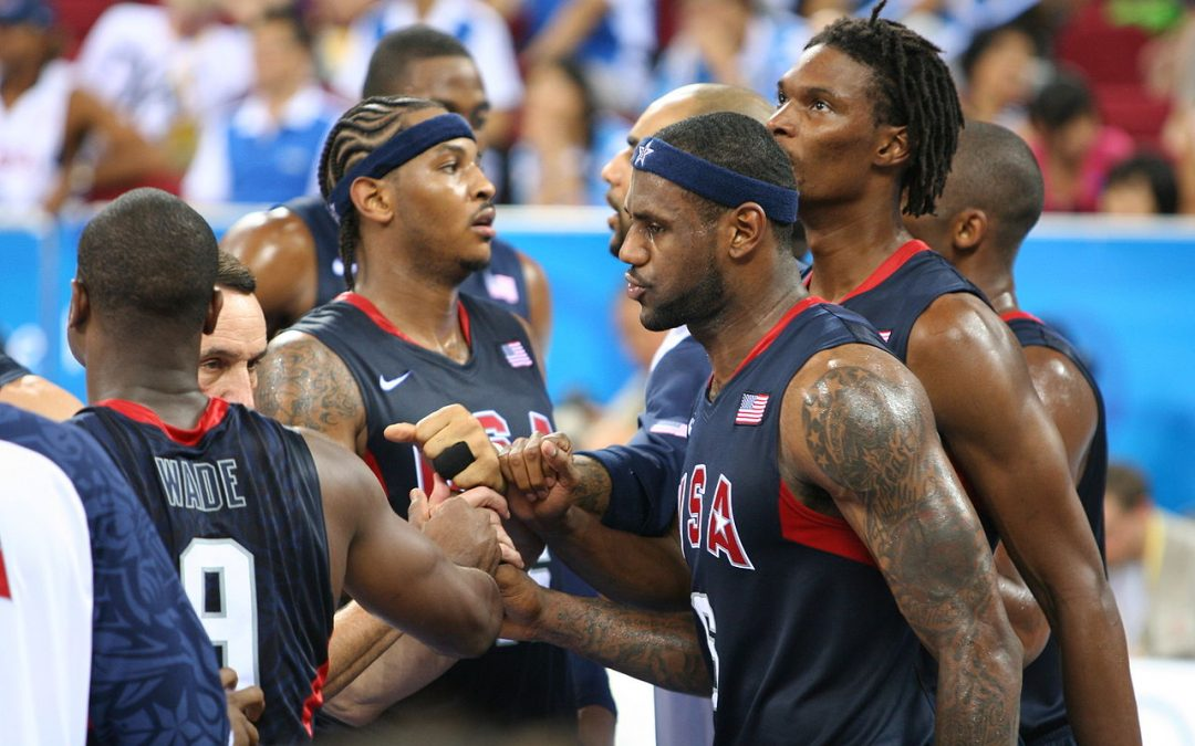 1280px-Beijing_Olympics_Men's_Semifinal_Basketball_USA_huddle