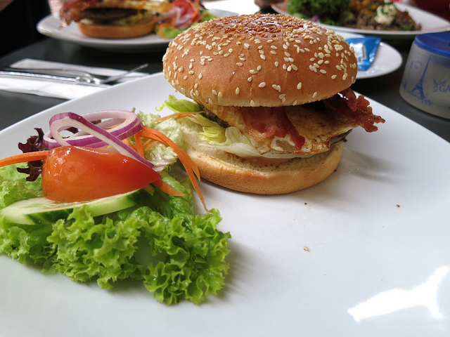 Le burger est très consommé en France / DR