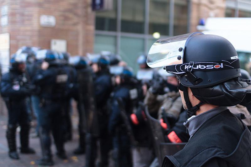 37 personnes interpellées après des violences policières. / CC