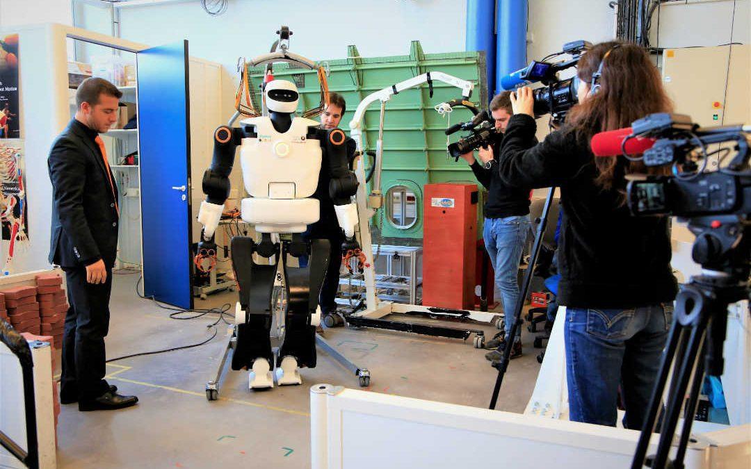 Passation de pouvoir entre robots./photo: Sarah Thuault-Ney