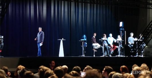 L'hologramme bluffant de Mélenchon lors de son meeting à Paris./Capture vidéo Le Point