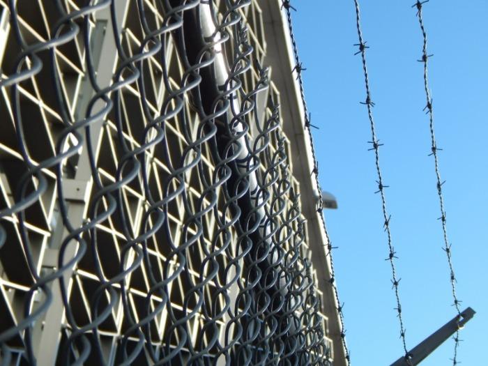Un détenu dépose un recours contre les conditions qui se sont dégradées dans les prisons. / Crédit : CC