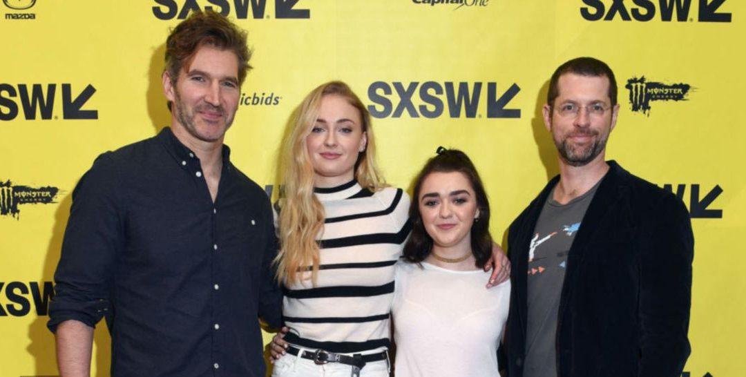 David Benioff et D. B. Weiss avec les actrices phares de Game of Thrones: Sophie Turner et Maisie Williams./ Creative Commons