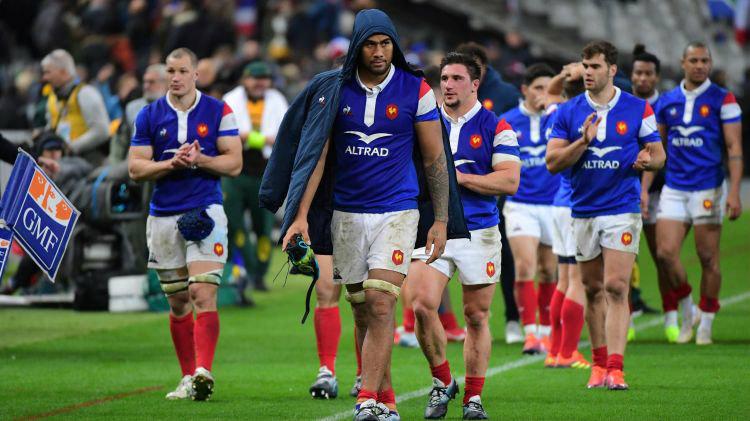 Tête basse, les Bleus font le tour du Stade de France / Crédit photo : Rugbyrama
