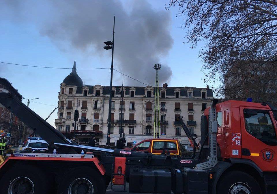 L'incendie s'est déclaré au 73 de la rue Bayard, à Toulouse. / VT