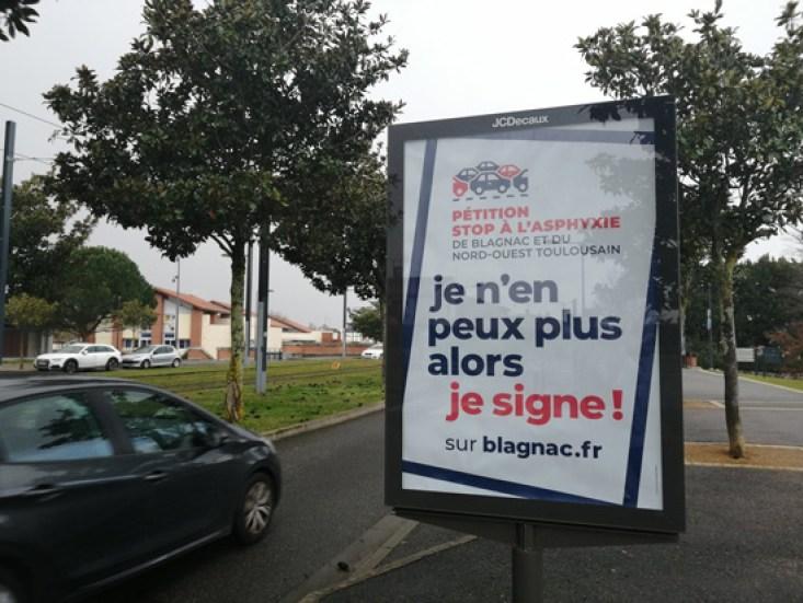 Campagne publique d'affichage pour la pétition en ligne. Crédits : Camille Obry