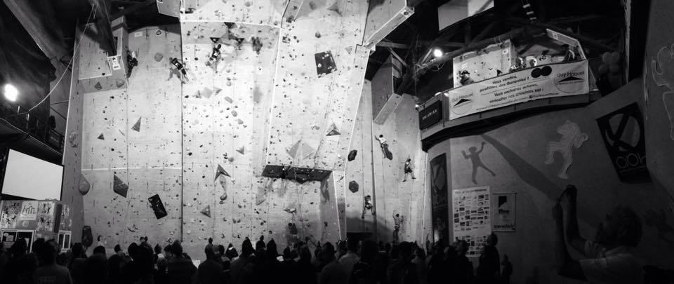 Un mur d'escalade et du public de la salle Start In Bloc à Quint Fonsegrives (Crédit Photo: B.R)
