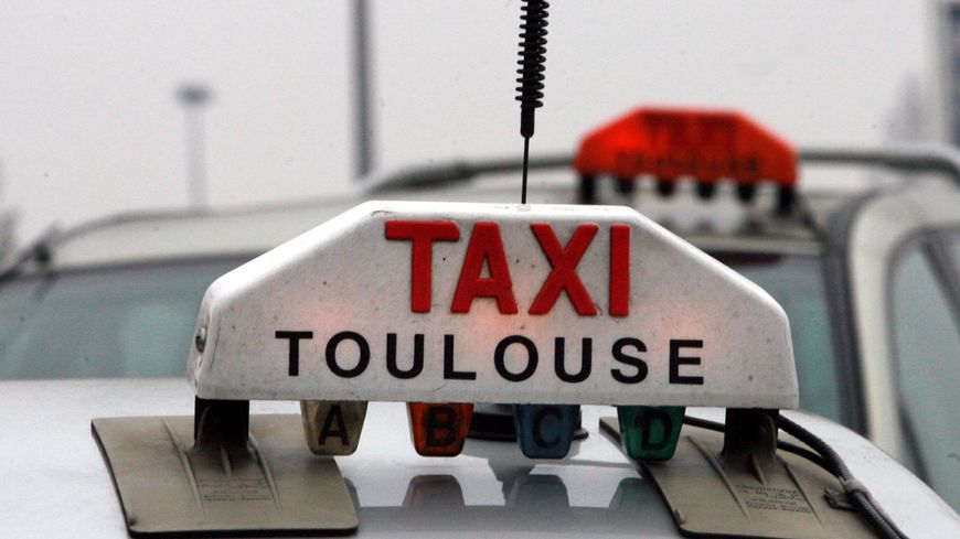 870x489_taxi-toulouse