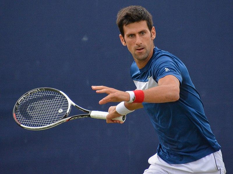 Novak Djokovic a vaincu Roger Federer, lors de leur dernier duel aux Masters de Londres 2019. Crédit : Wikimedia Commons