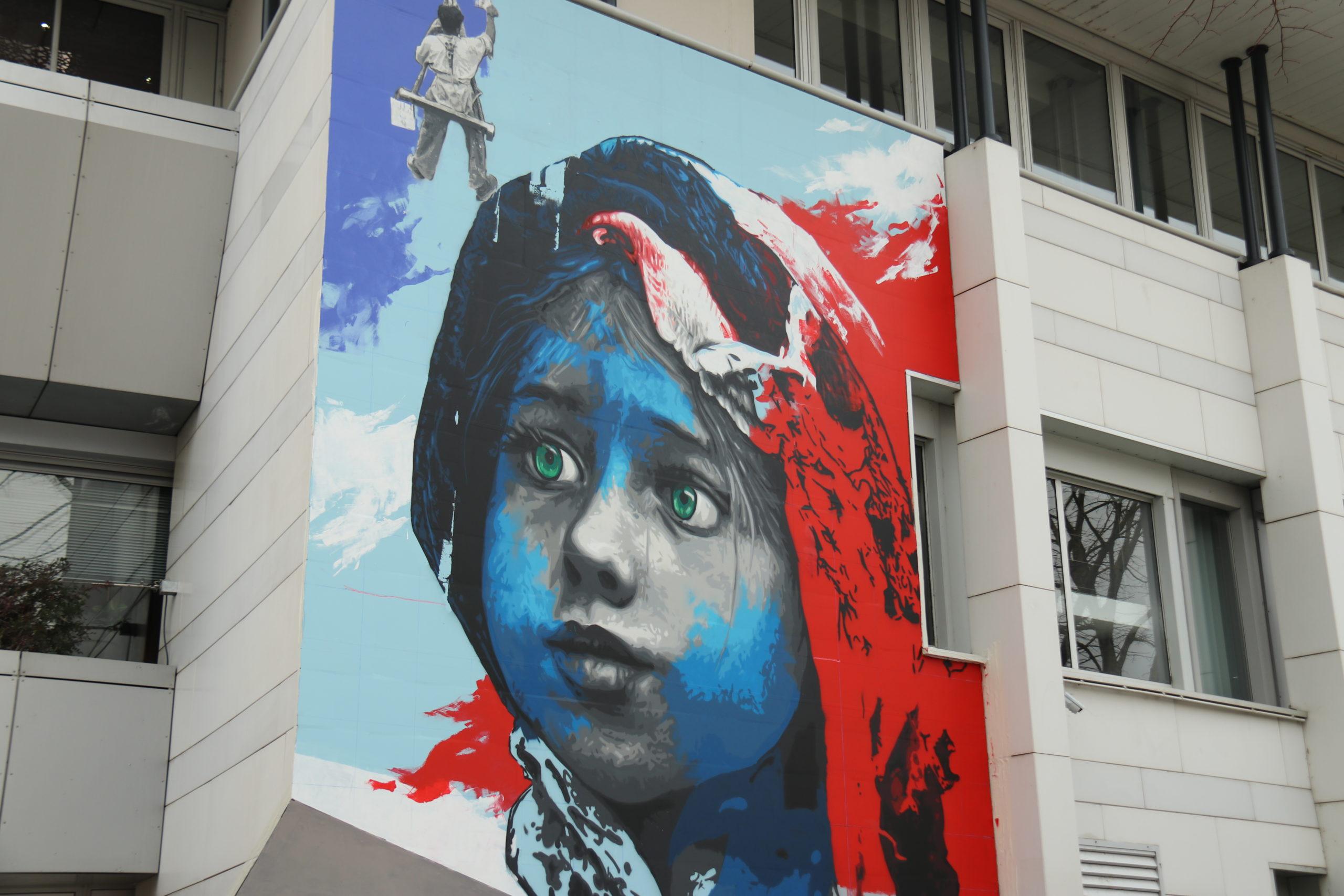 La fresque de Méro devant l'Hôtel de Ville de Blagnac, symbolisant la démocratie et la république. Crédit : Raphaël Crabos