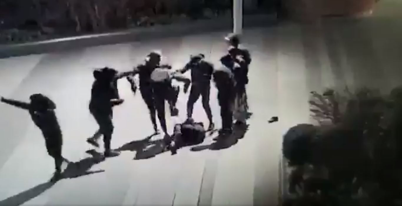 Yuriy a été roué de coup le 15 janvier sur la dalle Beaugrenelle à Paris. Crédit : capture d'écran vidéo