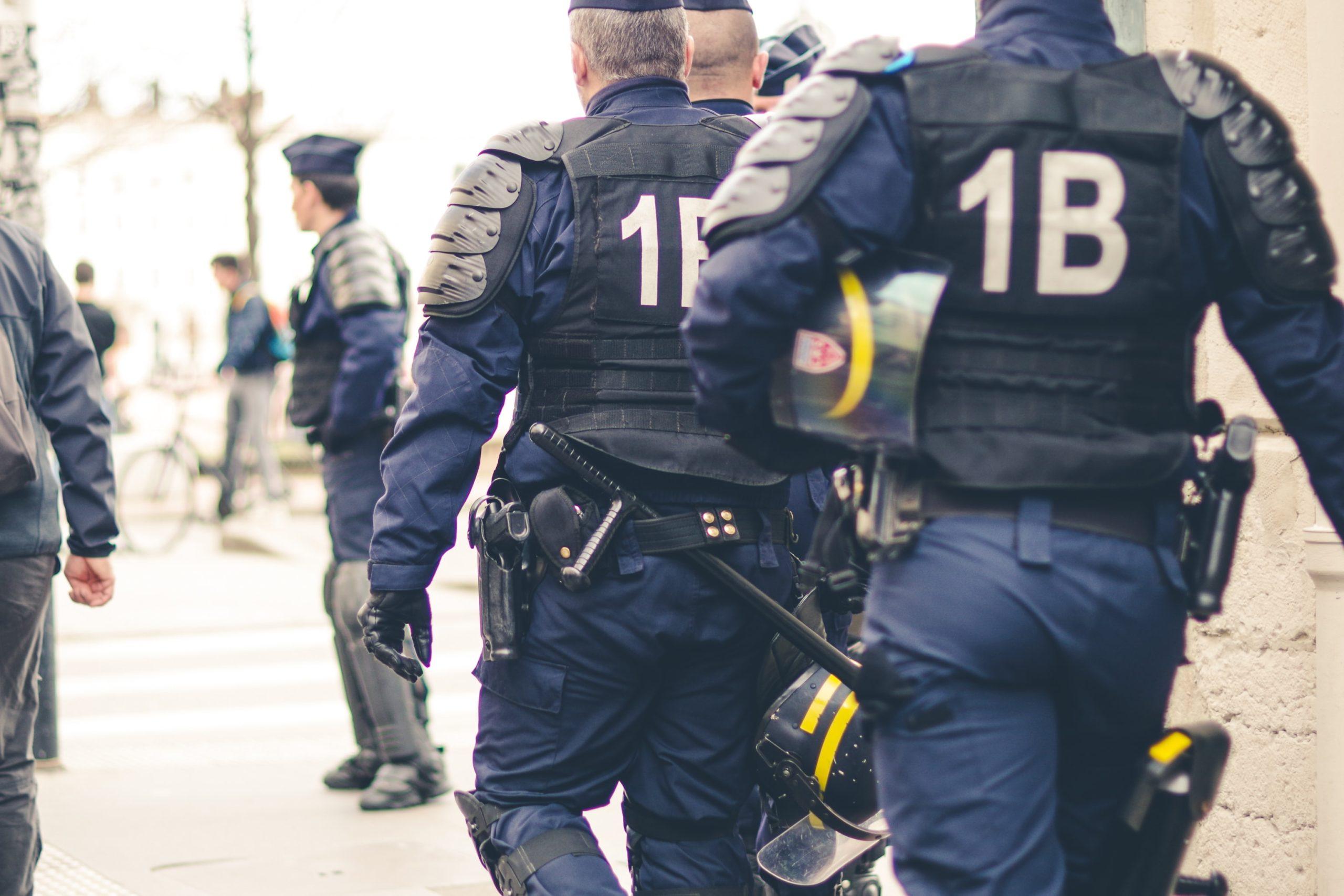 Les forces de l'ordre ont enregistré une hausse de près de 8 000 crimes et délits en cinq ans. Crédit : ev on Unsplash.