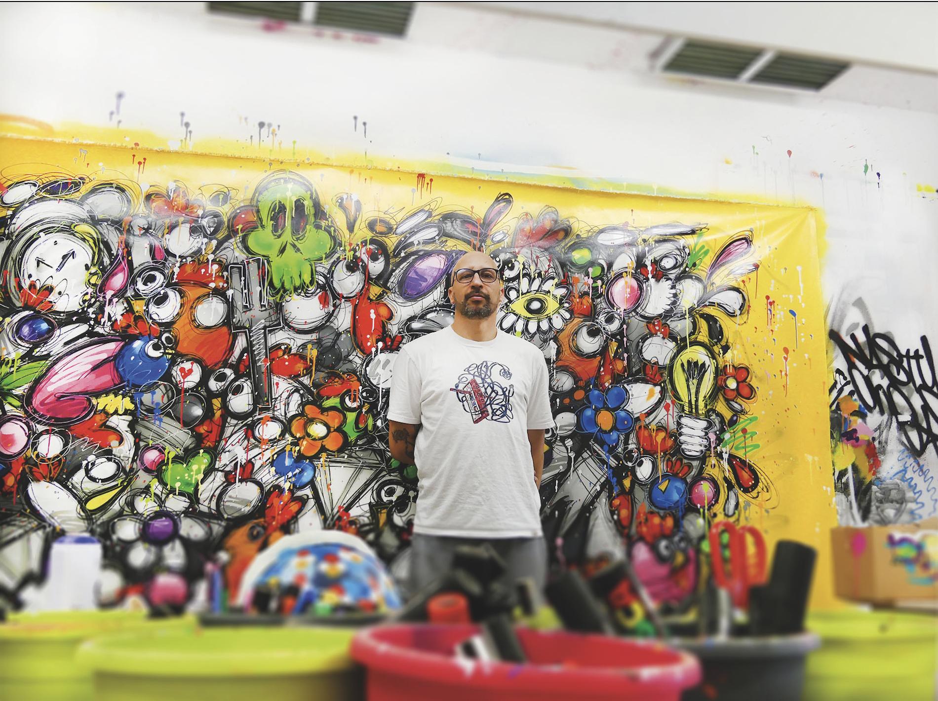 Un regard plein de malice, un crâne lisse et ses grosses lunettes, Ceet alias Fouad le street artiste toulousain est un peintre graffeur. Crédit : Guillaume Pannetier