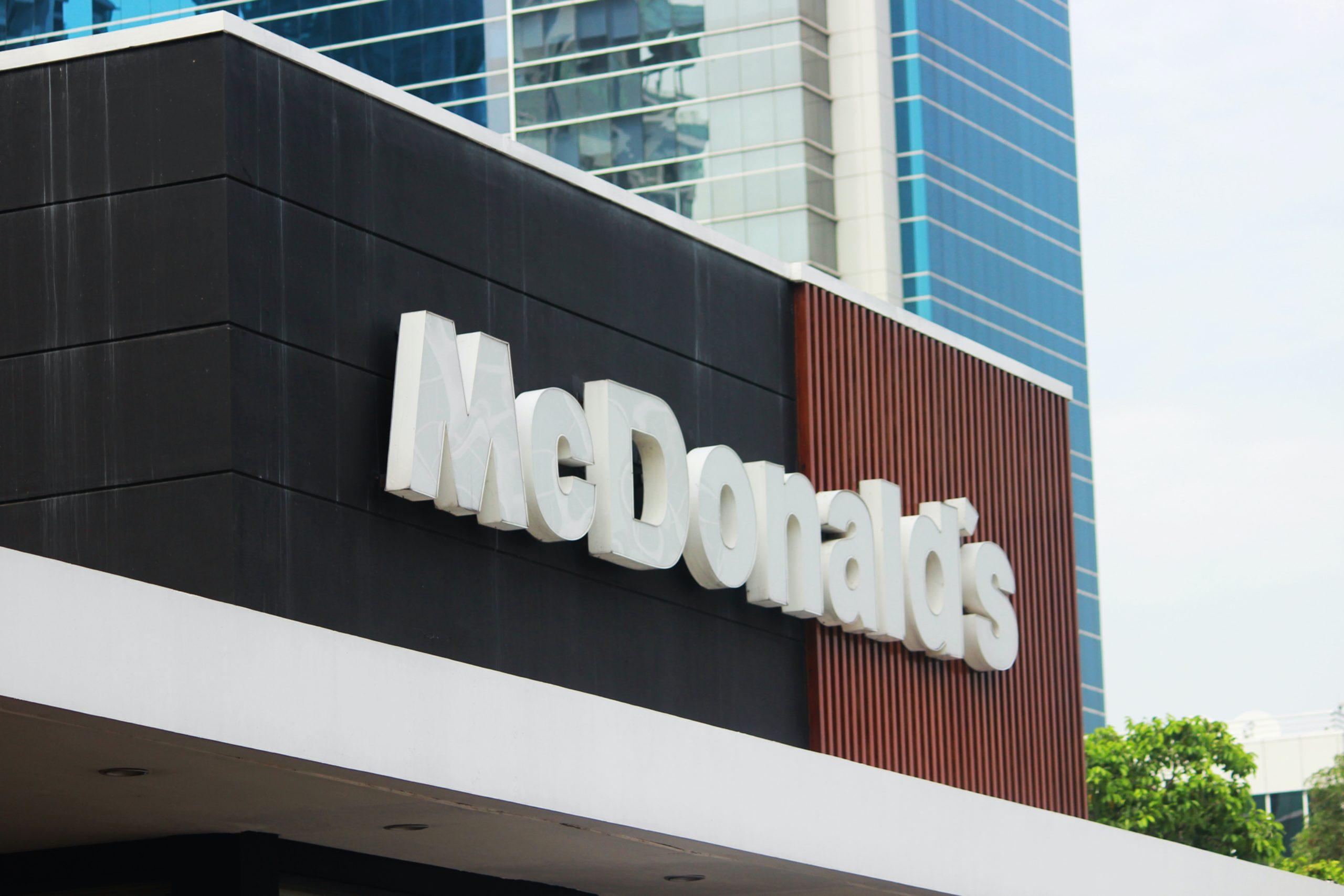 McDonald's supprime les jouets en plastique dans ses Happy Meal. Crédit : Unsplash